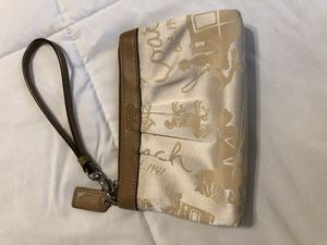 Coach wristlet for Sale in Valencia, PA