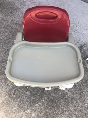Kids strap on portable high chair for Sale in Vallejo, CA