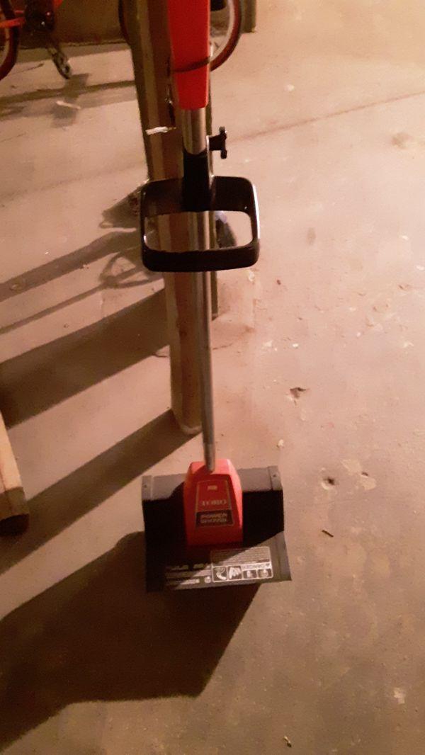 Toro snow shovel