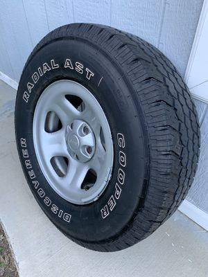 Jeep Wheel and Tire for Sale in Los Angeles, CA