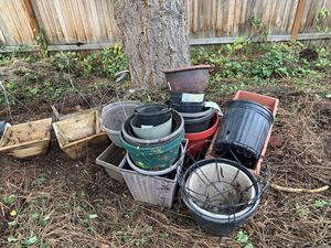 Free pile of plant pots! for Sale in Snohomish, WA