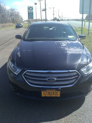 2015 Ford Taurus clean Title for Sale in Brooklyn, NY
