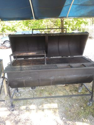 THIS GRILL IS USED $900 for Sale in Riverdale, GA