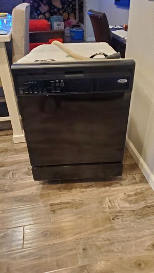 Black Dishwasher Whirlpool for Sale in Wood Village, OR
