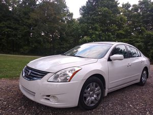 2010 nissan altima 2.5s - Perfect Condition - No issues - Heated Leather - 78k Miles for Sale in Westerville, OH
