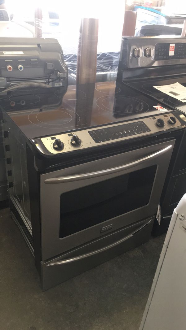 Used Frigidaire Smooth Surface stainless steel stove. Warranty, delivery. Se habla español.