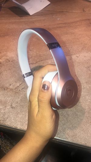 Beats Solo 3 headphones Rose gold $85 for Sale in Melrose Park, IL