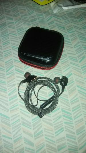 Wired earbuds with case and extra covers. Works for Sale in New Whiteland, IN