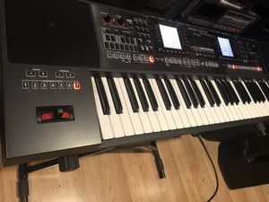 Roland EA7 professional arranger with sampler for Sale in Whittier, CA