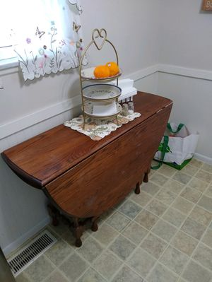 Solid Oak Kitchen Table for Sale in Reynoldsburg, OH