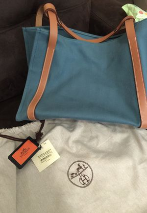 (Authentic) Hermes Hand Bag for Sale in Oxon Hill, MD