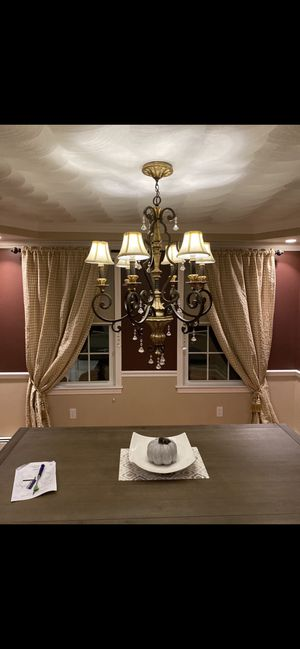 Quoizel Chandelier for Sale in Cranston, RI