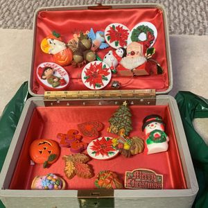 Christmas Brooche pins for Sale in Albuquerque, NM