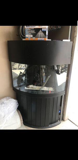 55 gallon corner tank built in overflow for Sale in Ceres, CA