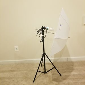LimoStudio Continuous Light White Umbrella Reflector Lighting Kit for Sale in South Riding, VA