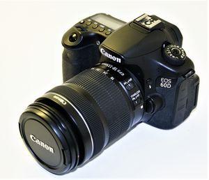 Canon EOS 60d camera + 18-135mm lens for Sale in Miami, FL