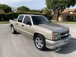 Chevy Silverado Lt for Sale in Miami, FL