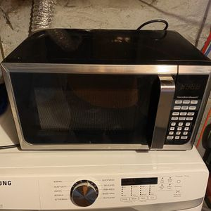 Hamilton Beach 0.9 Cu. Ft. Stainless Steel Countertop Microwave Oven for Sale in North Smithfield, RI