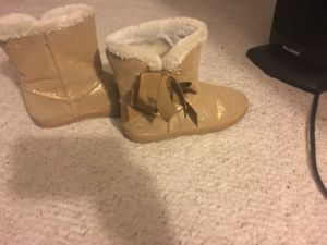 Girls size 2y boots for Sale in Charlotte, NC