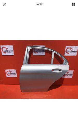 2015-2016-2017-2018 MERCEDES C 300 REAR LEFT DOOR OEM USED for Sale in Los Angeles, CA
