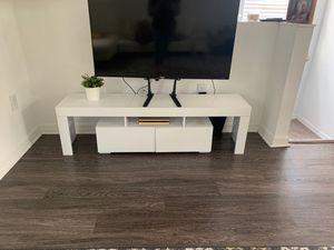 White tv stand for Sale in Opa-locka, FL