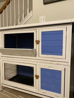 Rabbit/ Guinea Pig Hutch for Sale in Wood Dale, IL