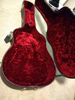 Taylor acoustic guitar case for Sale in Las Vegas, NV