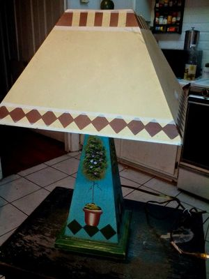 Unique Metal Shade Topiary-print Tabletop Lamp for Sale in Fort Worth, TX