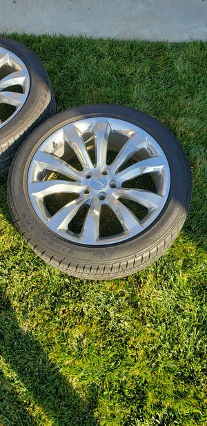 4 Chrysler 300 stock rims and tires for Sale in Fresno, CA