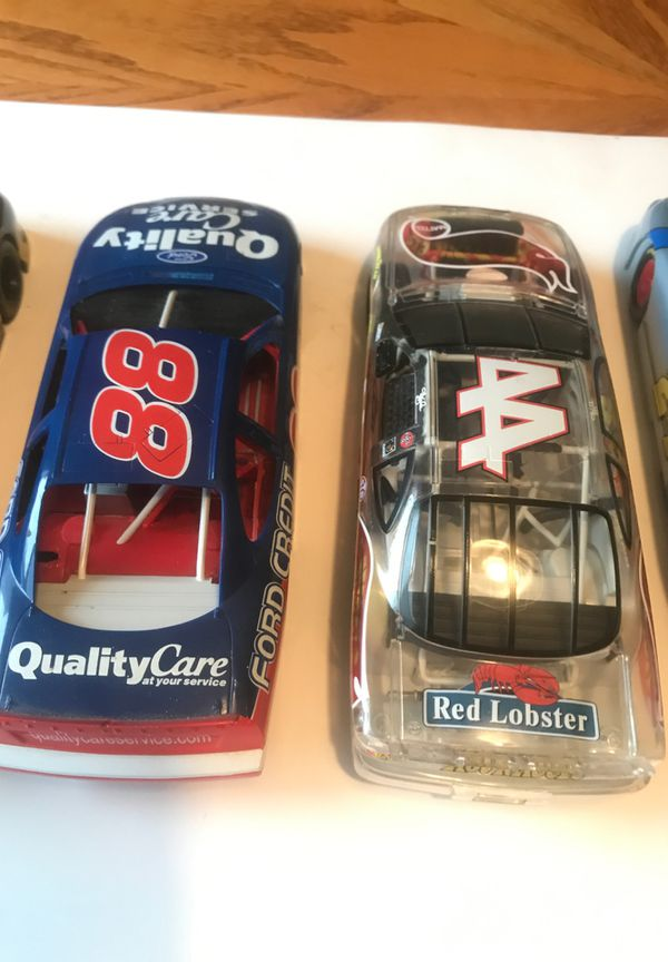 NASCAR'S 5 Different Cars All For One Price 4 plastic cars and 1 Metal Die Cast Car