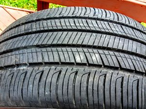 (1) Hankook 235/40/19 for Sale in Charlotte, NC