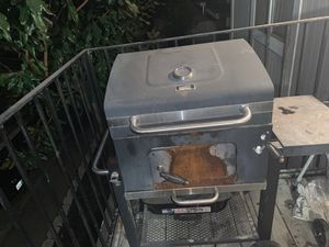 Charcoal grill for Sale in Fresno, CA