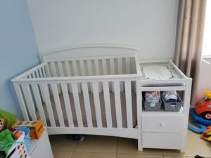 Crib and changing table for Sale in Cutler Bay, FL