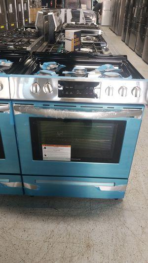 "Frigidaire freestanding 30"" 5 burner range for Sale in Dearborn, MI"