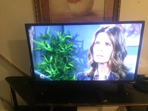 32 inch Visio nothing is wrong with it comes with remote for Sale in Philadelphia, PA