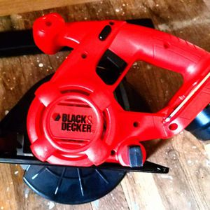 Black & Decker 20V MAX* 5-1/2 in. Circular Saw With Lithium Ion Battery and Charging Dock - Like New Condition for Sale in Silver Spring, MD
