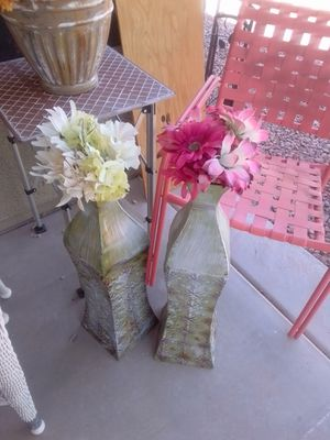 1 Large metal vase with flowers $5 pick up in surprise for Sale in Sun City, AZ