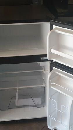 Vendo Este Refrigerador Citó De Dos Puertas Muy Bonito for Sale in Houston,  TX