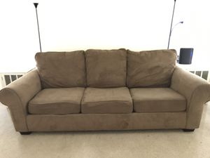 Couch for free *Pending Pick Up* for Sale in San Antonio, TX