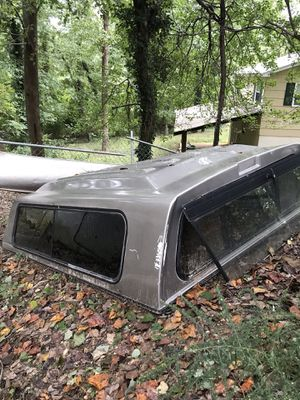 Camper shell size 8 ft long by 5'9 wide for Sale in Triangle, VA