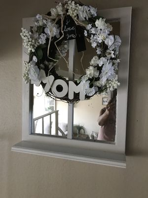 Window mirror farmhouse with wreath for Sale in Glendora, CA