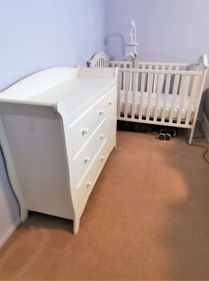 Crib & Changing Table SOLD PENDING PU for Sale in Chandler, AZ