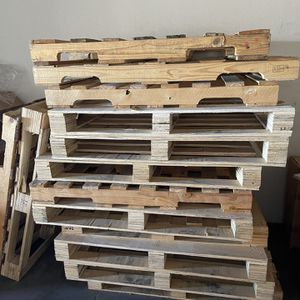 15 sturdy good condition pallets - must take all today for Sale in San Leandro, CA