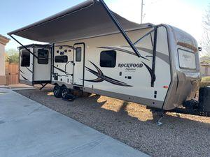 2017 Rockwood Signature Ultra lite m8325ss for Sale in Cave Creek, AZ