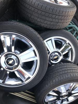 "20"" Chevy Silverado OEM stock wheels n tires $900 *no low ballers* Tahoe suburban gmc for Sale in Riverside, CA"