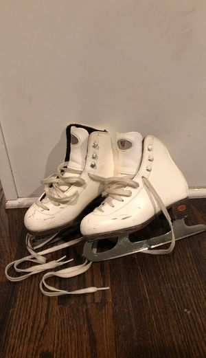 Riedell skates size 1 1/2 for Sale in Chicago, IL