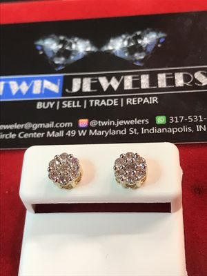 10Kt Flower Gold Diamond ear rings on sale for Sale in Indianapolis, IN