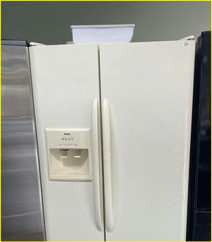 Top Freezer Refrigerator in white for Sale in Kissimmee, FL