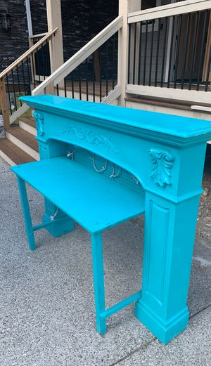 Girls desk for Sale in Woodinville, WA