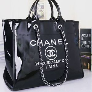 Perfect black tote handbag for Sale in Moreno Valley, CA